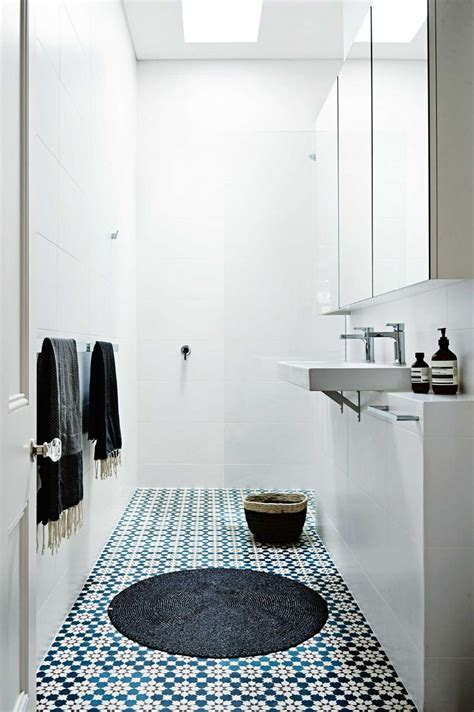 Small Narrow Bathroom Ideas by Best 25 Small Narrow Bathroom Ideas On Narrow