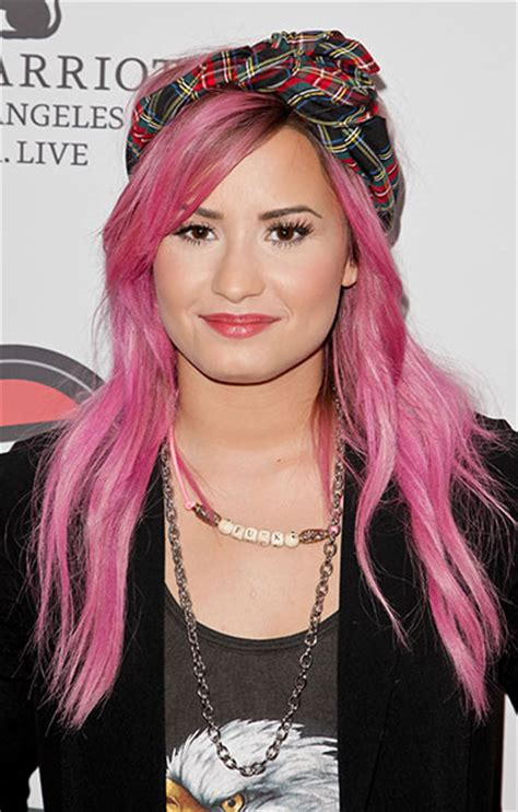 Celebrities Who Have Experimented With Pink Hair Photo 3