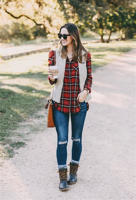 Saltwater Duck Boots - LivvyLand | Austin Fashion and Style Blogger