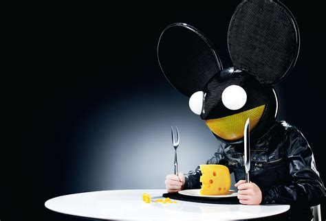 mouse and cheese wallpaper and background image 1600x1088