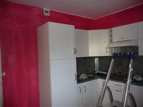 mur cuisine framboise davaus cuisine blanche mur framboise avec des