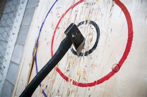 Backyard Axe Throwing Toronto by Backyard Axe Throwing League Batl Grounds Blogto Toronto