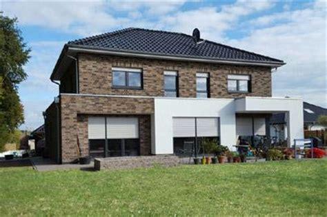 Aktuelles Modernes Einfamilienhaus Mit Satteldach, 3
