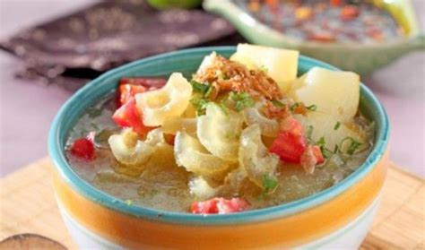 Resep oseng kikil pedas manis, masakan bercitarasa tinggi yang digemari banyak kalangan. Resep Soto Kikil Khas Gresik   Cooking recipes, Food, Indonesian food