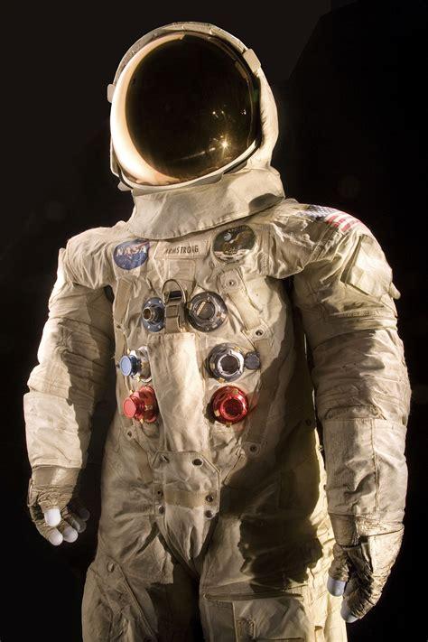 Neil Armstrongs Raumanzug wird aufwendig konserviert ...