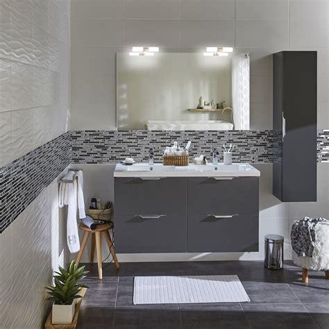 du gris  du blanc pour la salle de bains appart