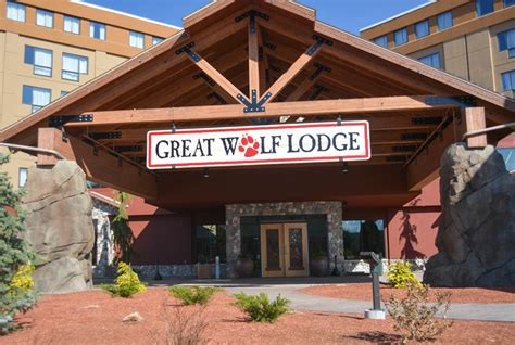 Book A Family Vacation To Great Wolf Lodge New England