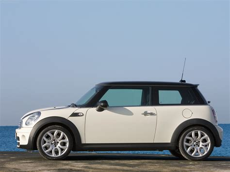 Mini Cooper D Photos Photogallery With 10 Pics Carsbasecom