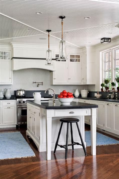 cuisine relooker sa cuisine en chene avec noir couleur