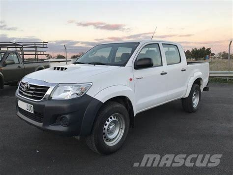 toyota hilux 2 5d 4d cabina doble gx 4x4 panel vans year of mnftr 2015 price r 322 393 pre