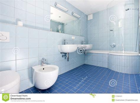 Modernes Blaues Badezimmer Stockbild Bild Von Hausarbeit