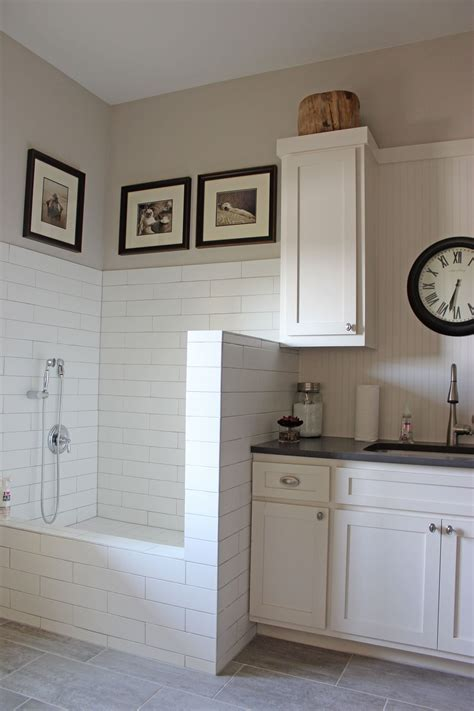Laundry   Mud Room   Burrows Cabinets   central Texas