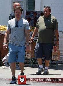 Mark Wahlberg - Mark Wahlberg shops with his dad | 16 ...