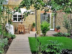 Tipps Für Den Garten : reihenhausgarten gestalten ideen und tipps f r den rechteckigen garten ~ Markanthonyermac.com Haus und Dekorationen