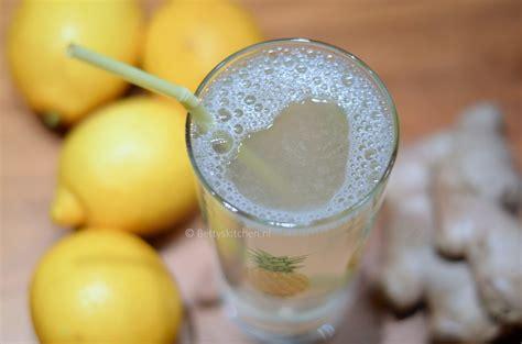 warm water met citroen in de ochtend