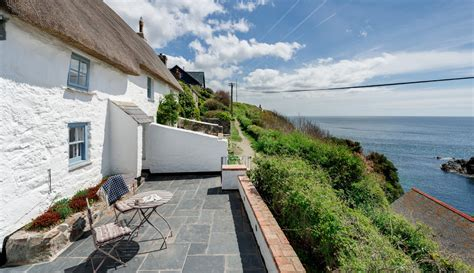cottages by the sea cadgwith cove luxury self catering cottage by the sea sea
