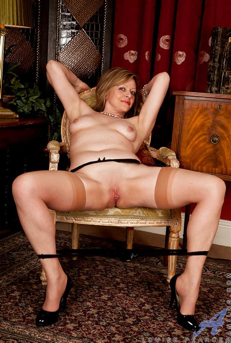 Foxy Mature Lady In Stockings Louise Pearce Stripping And