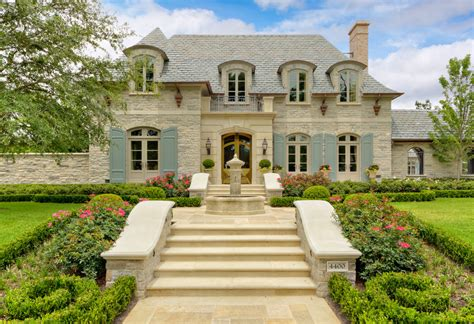 The French Manor  A Posh Style Of Living