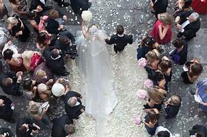 15 beautiful wedding photos taken by drones With aerial wedding photography