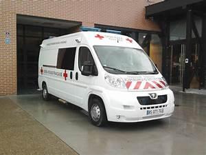 Peugeot Croix Blandin : file peugeot boxer ambulance croix rouge wikimedia commons ~ Gottalentnigeria.com Avis de Voitures
