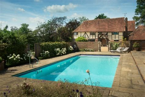 gardens pool luxury self catering home with swimming pool in Kent