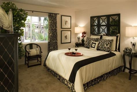 Elegant Black And White Bedroom Design Ideas-style