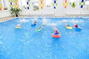 Swimmingpool Für Kinder : kinder die im kinderpool schwimmen stockbild bild von ~ A.2002-acura-tl-radio.info Haus und Dekorationen