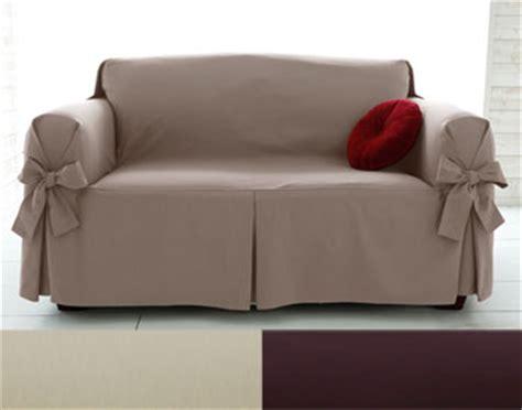 housse canapé 3 places accoudoirs housses fauteuil et canapés à larges nouettes becquet