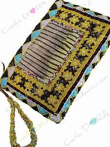 Pochette Tissu Femme : pochette femme jaune amerindienne perles et paillettes pochette main femme zippee tissu brode ~ Teatrodelosmanantiales.com Idées de Décoration
