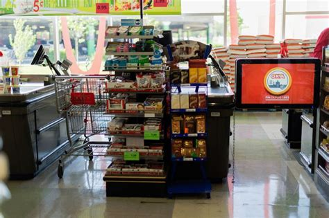 grocery marketing screens retail screen