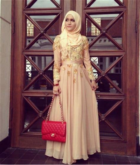 Wanita Hamil Cantik Berhijab Tips Pintar Memilih Gaun Kebaya Pesta Bagi Wanita Muslimah