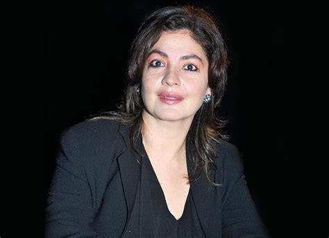 Fake Agents - pooja bhatt warns about fake agents on social media