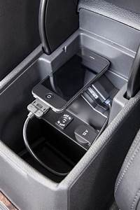 2015 Volkswagen Passat Digital Media Adapter Cables - Ipod U2122  30 Pin  - Black