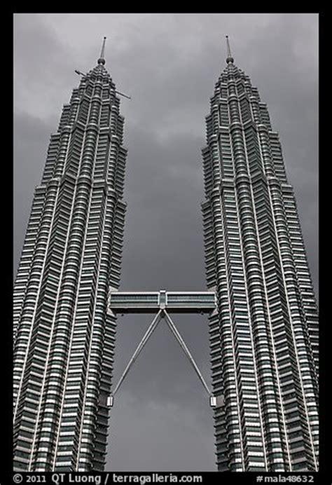picturephoto twin petronas towers  skybridge kuala