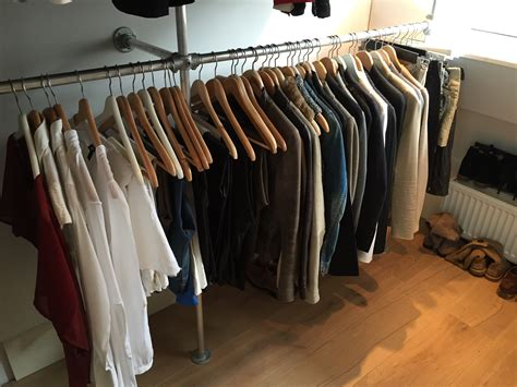 kledingrek schuine wand buizenframe kledingrek voordemakers nl