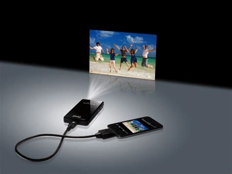iphone projector showwx laser pico projector unveiled technologies review