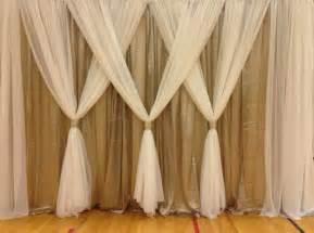 gardinen dekorationsvorschläge wohnzimmer über 1 000 ideen zu gardinen weiß auf raumtrenner vorhang gardinen und landhaus