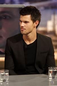 Taylor Lautner Photos Photos - The 'Twilight' Cast on 'El ...