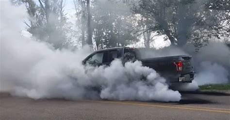 tire smokin  ecoboost     massive burnout