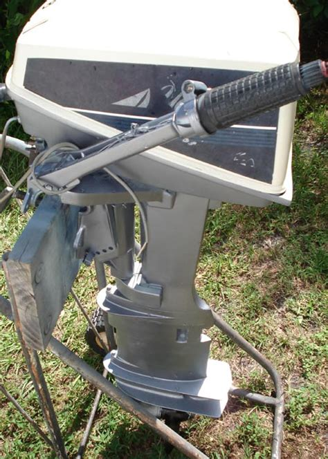 evinrude yachtwin  hp outboard sailboat boat motor