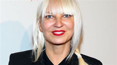 "Australian Singer Sia Prevents ""the Fappening"" By Leaking"