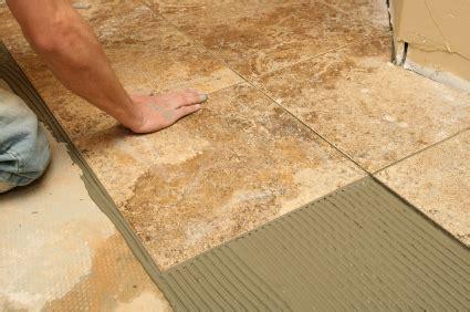 come si piastrella posa piastrelle piastrellare un pavimento