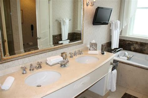 bathroom deluxe king room picture of hermitage hotel