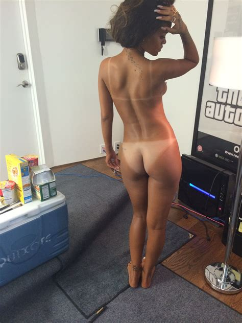 Naked Rihanna In Icloud Leak Scandal