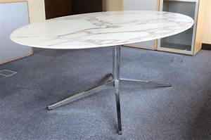 Table Marbre Ovale : table a plateau ovale en marbre de couleur blanc veine gris reposant sur un pietement etoile en met ~ Teatrodelosmanantiales.com Idées de Décoration