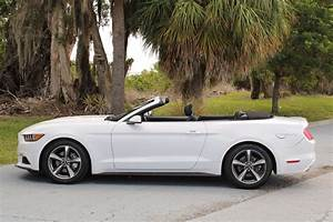 Pre-Owned 2016 Ford Mustang V6 Convertible in Sarasota #JP8676F | Wilde Land Rover Sarasota
