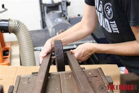 31 Rustic Diy Home Decor Projects: How To Make A DIY Rustic Wheelbarrow