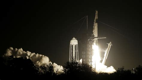 SpaceX Launches Unmanned Capsule To International Space ...