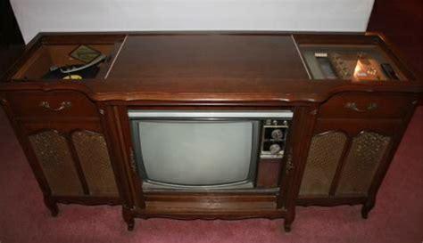 VINTAGE MAGNAVOX STEREO CONSOLE - TV, RADIO, PHONOGRAPH - $150