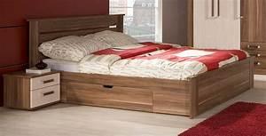 Großer Kleiderschrank Schlafzimmer : schlafzimmer royal mit 3 meter kleiderschrank ~ Markanthonyermac.com Haus und Dekorationen